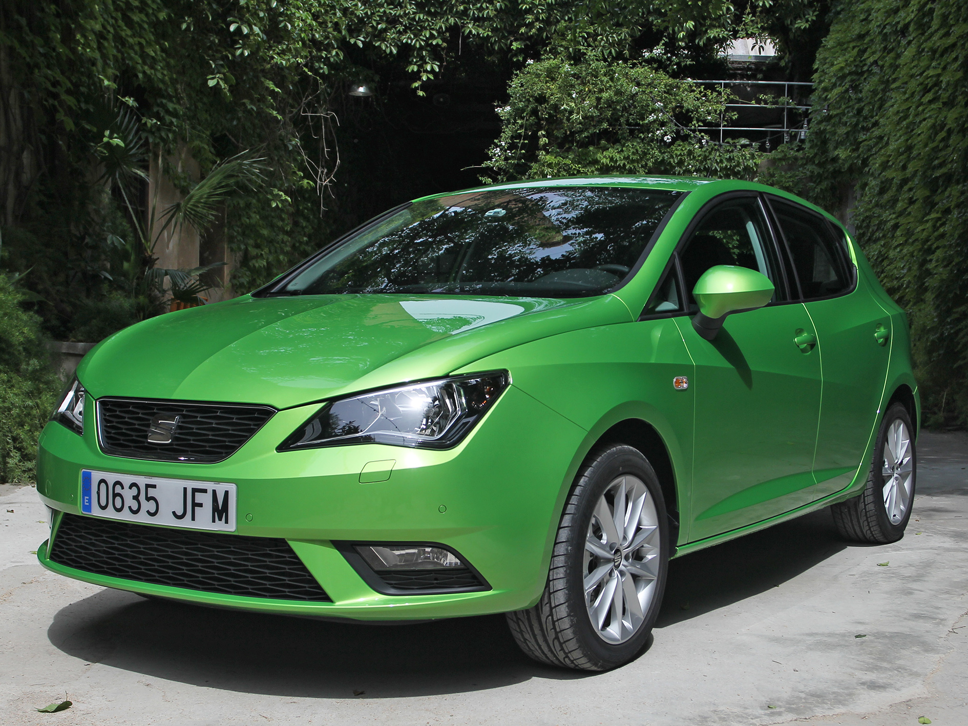 seat ibiza 2016 economical and well connected test driving report english hd. Black Bedroom Furniture Sets. Home Design Ideas