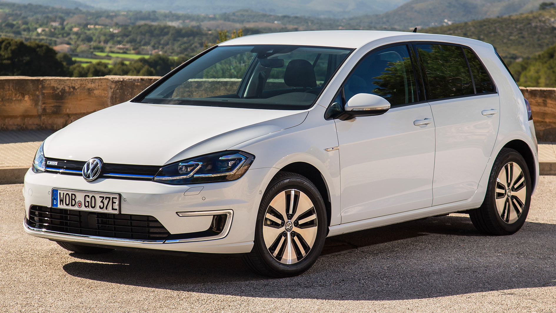 vw e golf vw golf r test drive on mallorca review driving free car. Black Bedroom Furniture Sets. Home Design Ideas