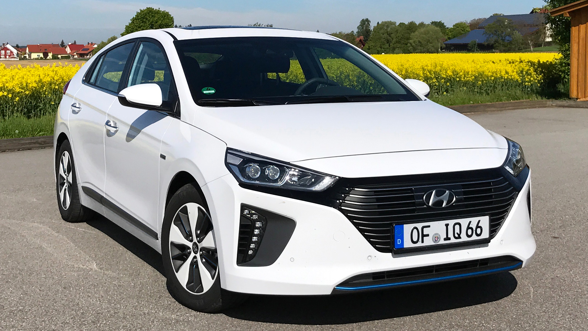 Hyundai Inoiq Plug In Hybrid Phev 2017 Review Driving Report Image Http Quickcarreview